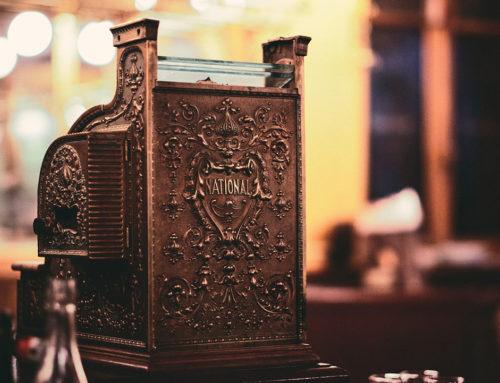 The monetary uses: necessary characteristics of a standard.